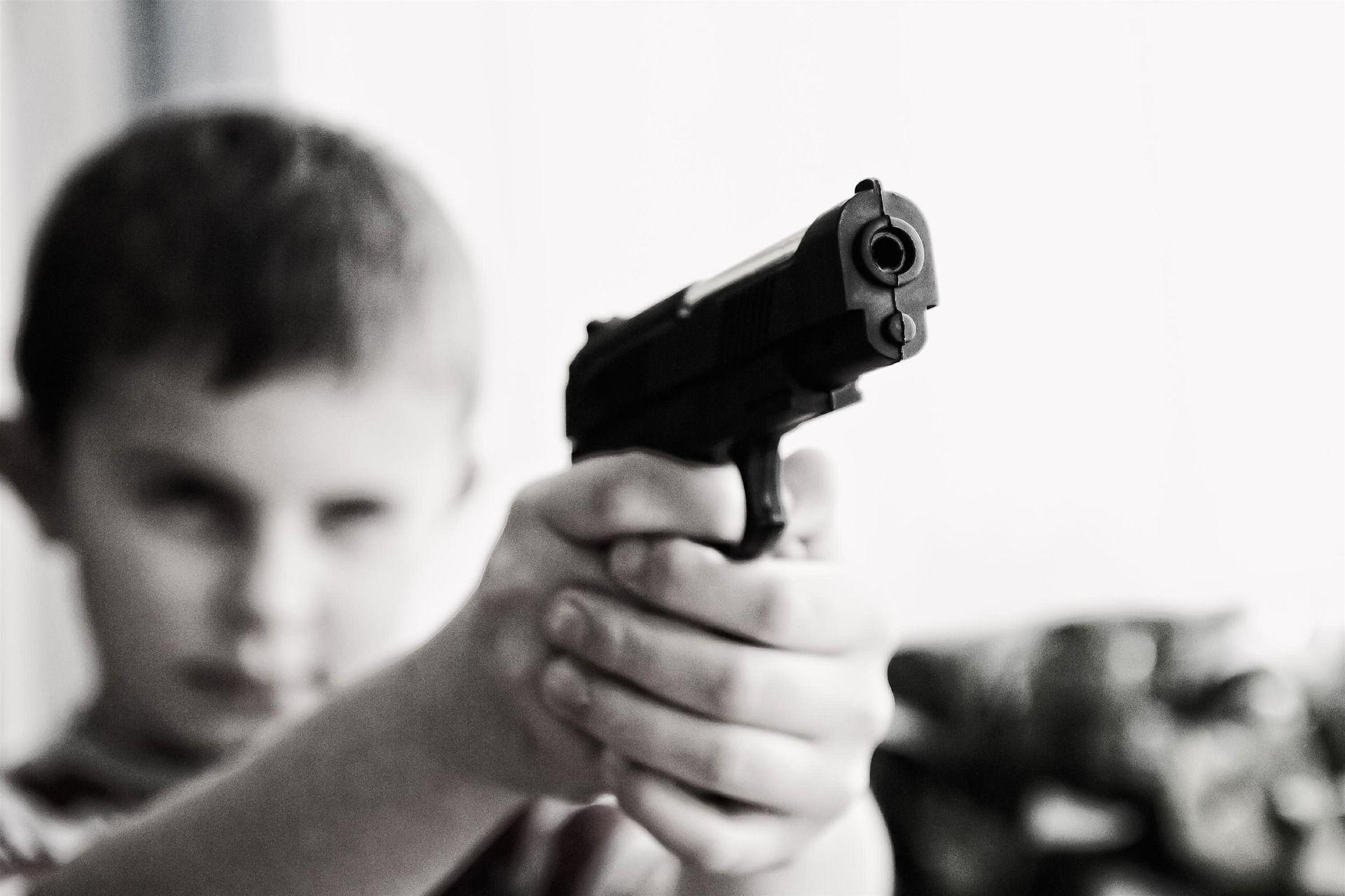 deti a zbrane, zbraň v dome armytraining blog