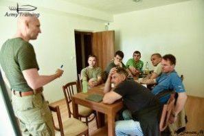 prednáška na učebni, kurz armytraining.sk