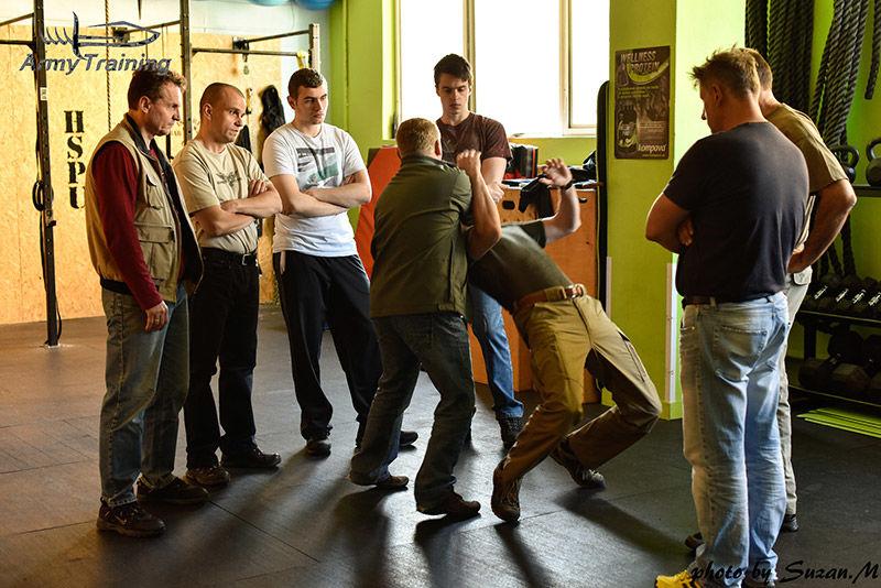 obrana proti agresivnemu utocnikovy nakurze bezpecnosti armytraining.sk