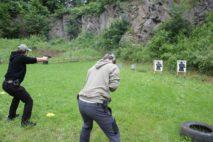 streľba na terče pri kurze obrannej streľby armytraining.sk