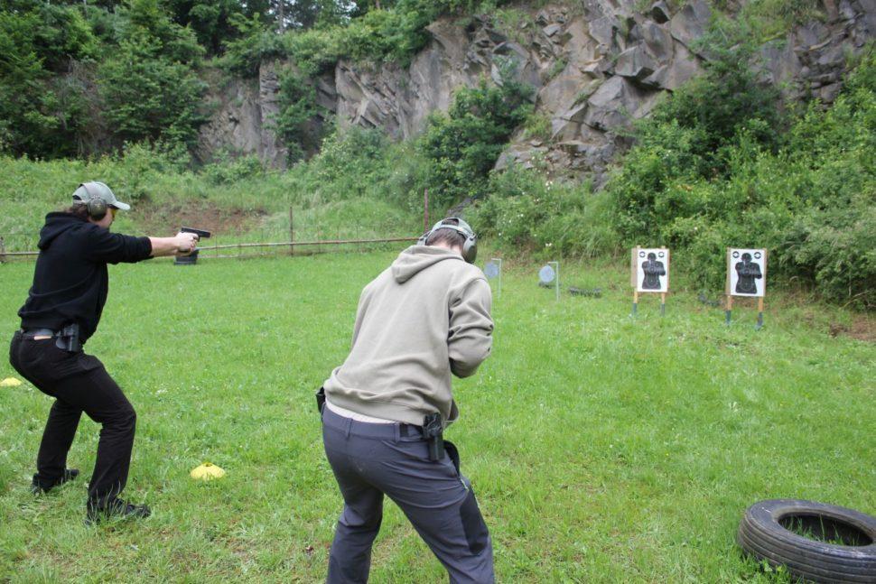 streľba naterče pri kurze obrannej streľby armytraining.sk