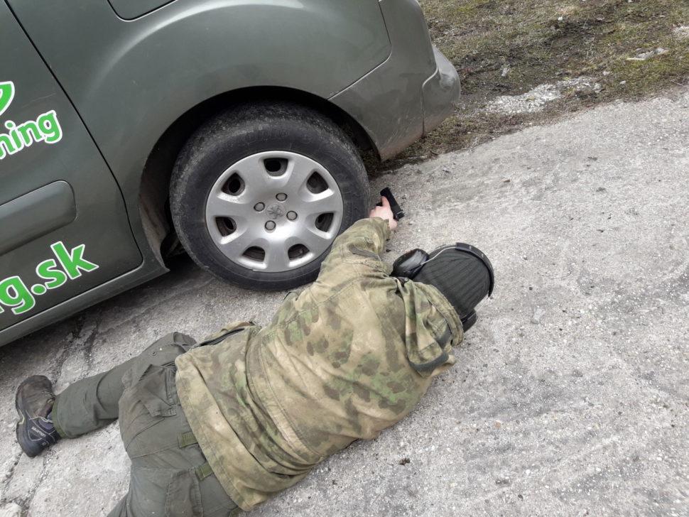 strelaba z popod auta 1