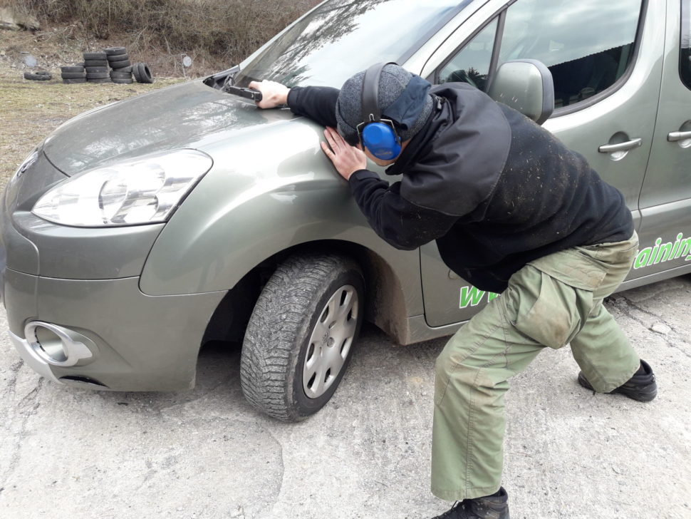 strelba z poza auta 1