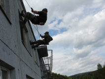 zlaňovanie budovy, airsoft kurz armytraining.sk