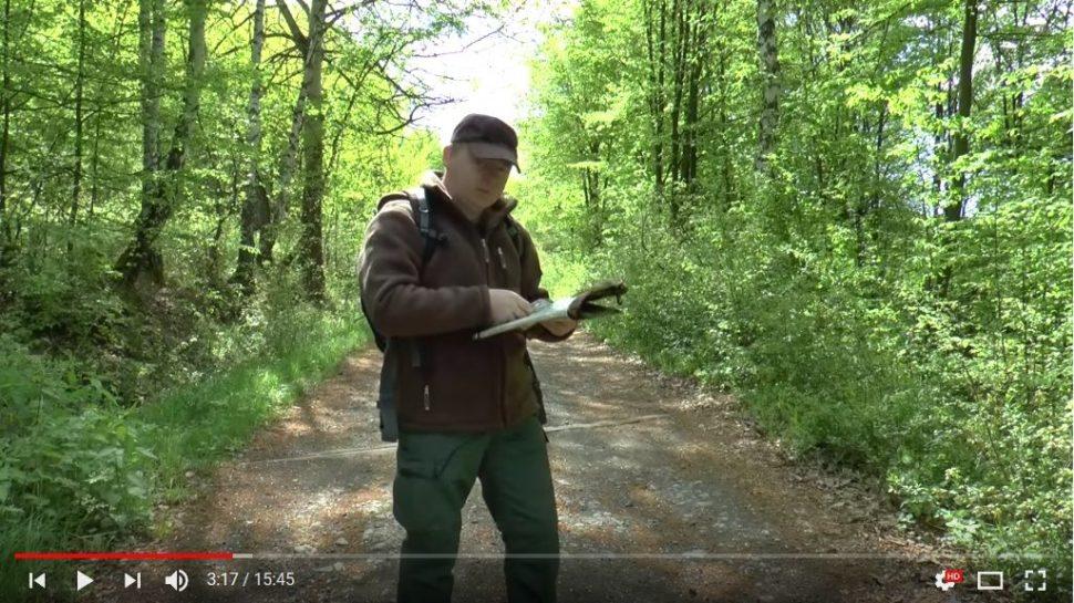 praktická ukážka práce s mapou a buzolou v lese armytraining