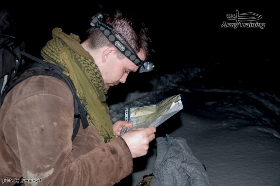 nočná orientacia podľa mapy, kurz orientacie v noci armytraining.sk