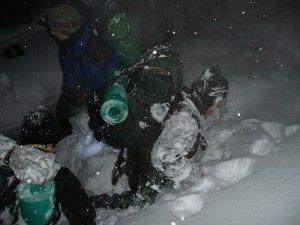ťažké podmienky na kurze prežitia v zime armytraining.sk