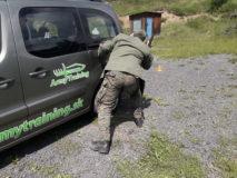 bezpečnost a krytie za autom pri streľbe